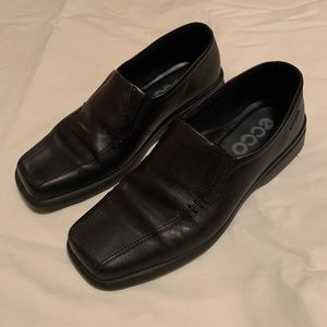 Ecco black leather slip-on loafers - Size 8